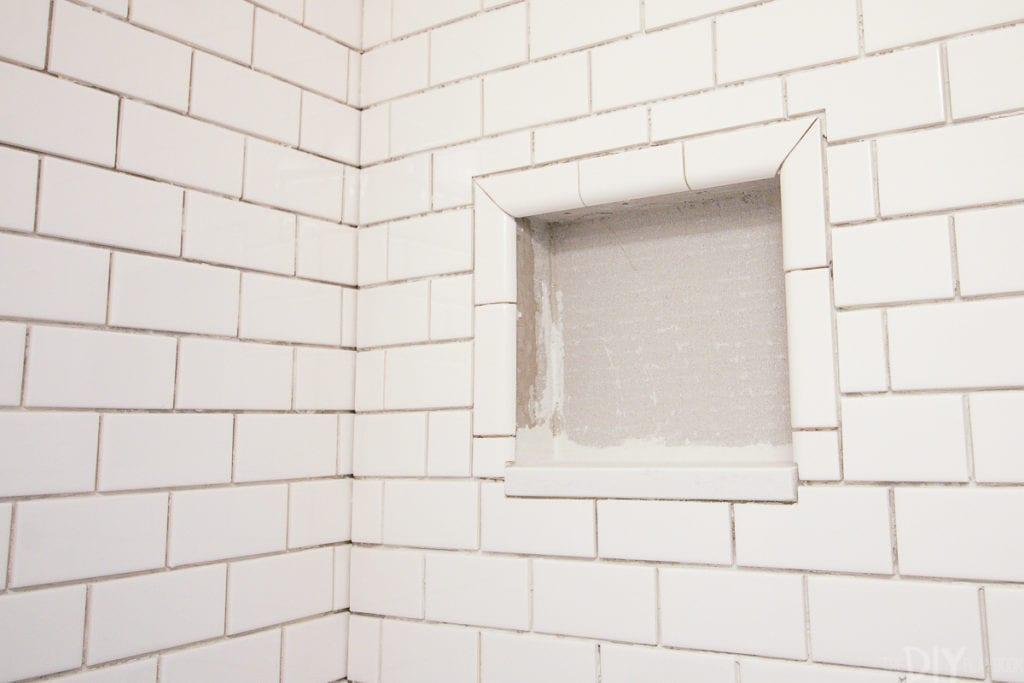 Tips on applying tiles on walls